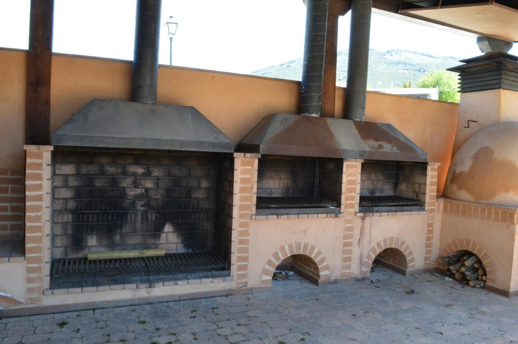 Zona recreativa con horno y parrilla - Berzosa de Lozoya - 1